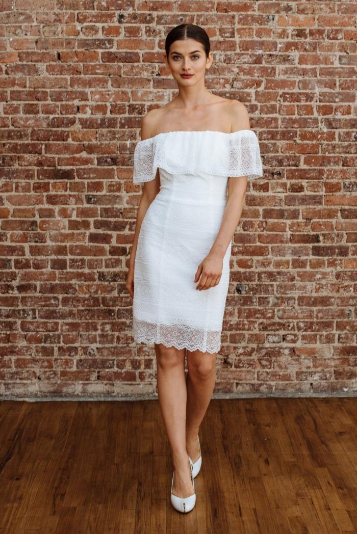 robe de mariée courte tendance modèle épaules nues