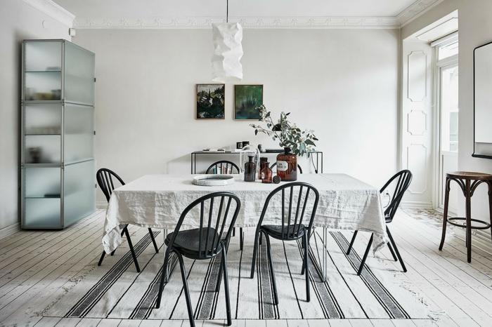 salle à manger blanche style scandinave tapis graphique