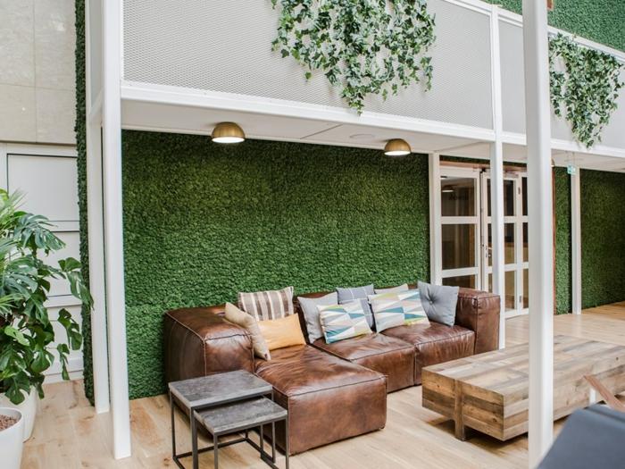 salon design épuré mur de mousse végétale