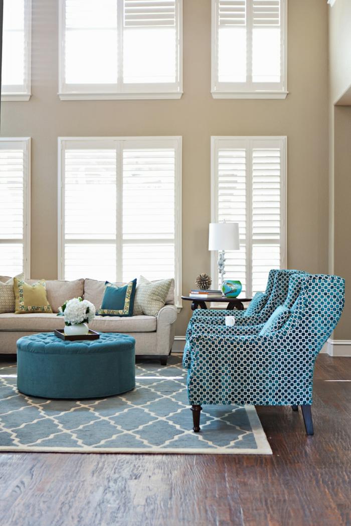 salon mobilier bleu tapis graphique