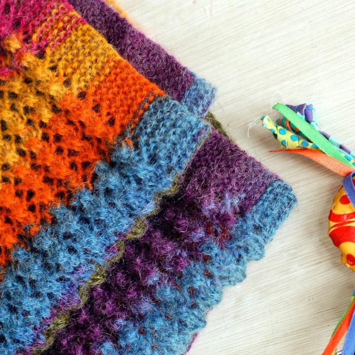 écharpes colorées tricothérapie