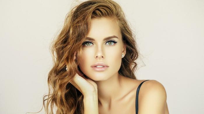 adopter la tendance des cheveux couleur auburn