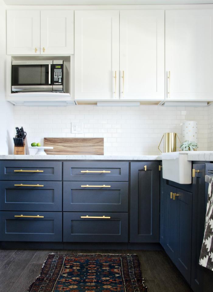 armoires de cuisine sous plan de travail en couleur indigo