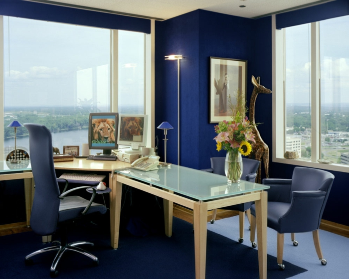 cabinet décoré en couleur indigo