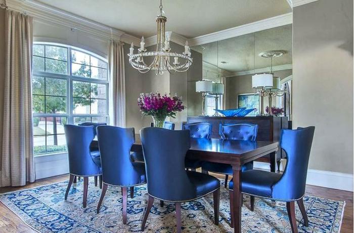 chaises rétro couleur indigo salle à manger