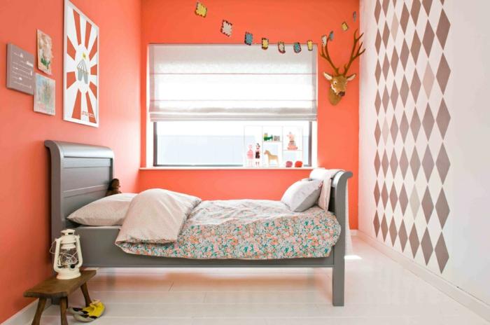 chambre à coucher en couleur corail et gris