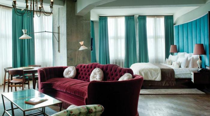 chambre déco en couleur lie de vin vert et bleu