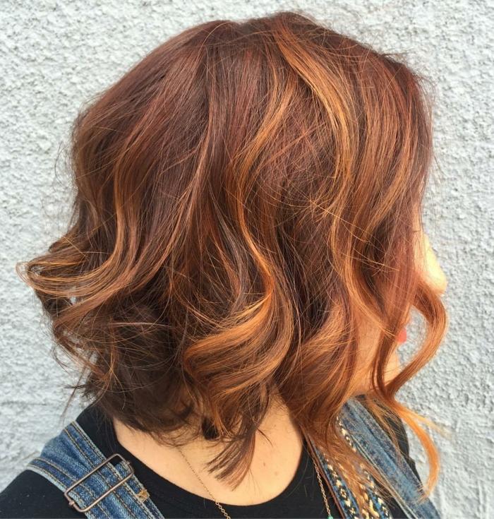 cheveux couleur auburn mèches cuivrées