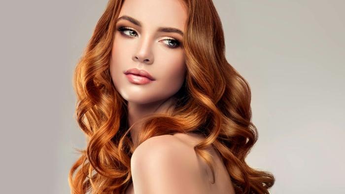 cheveux couleur auburn miellé