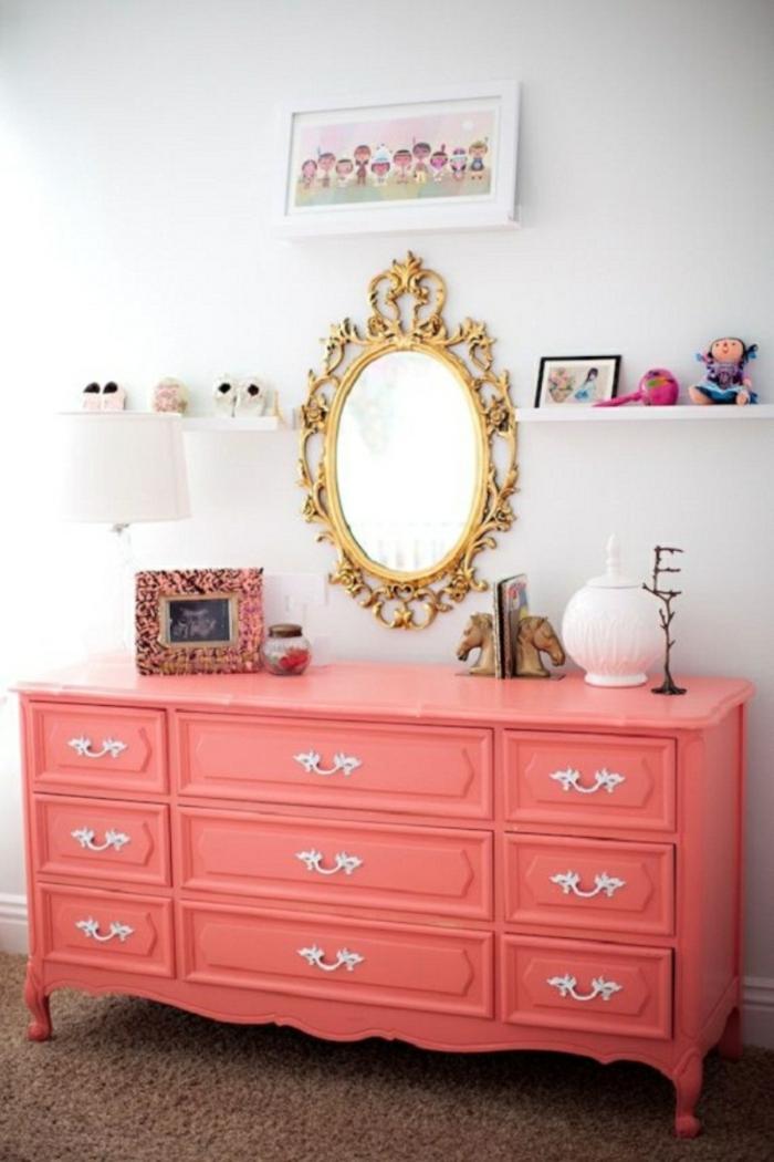 couleur corail dans la déco commode chambre