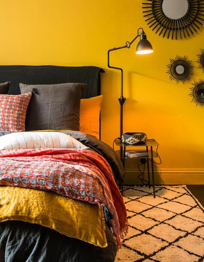 déco berbère chambre mur jaune curry