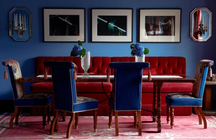 déco salon couleur indigo et couleur lie de vin