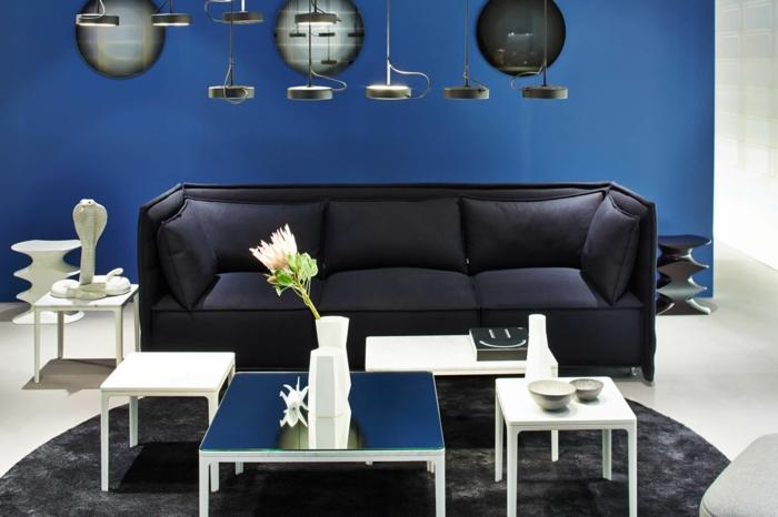 déco salon en couleur indigo canapé et tapis en gris anthracite
