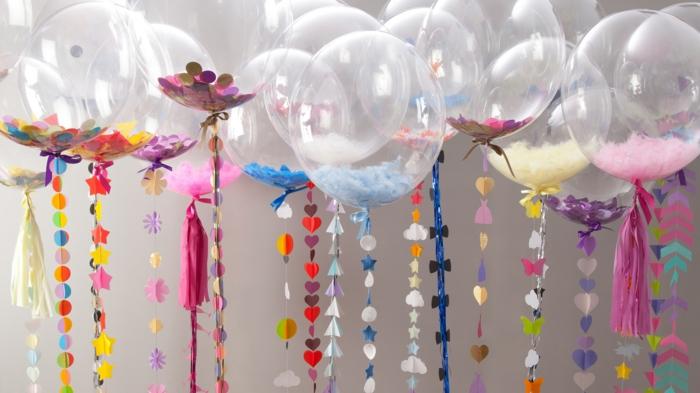 décoration baptême ballons avec confettis