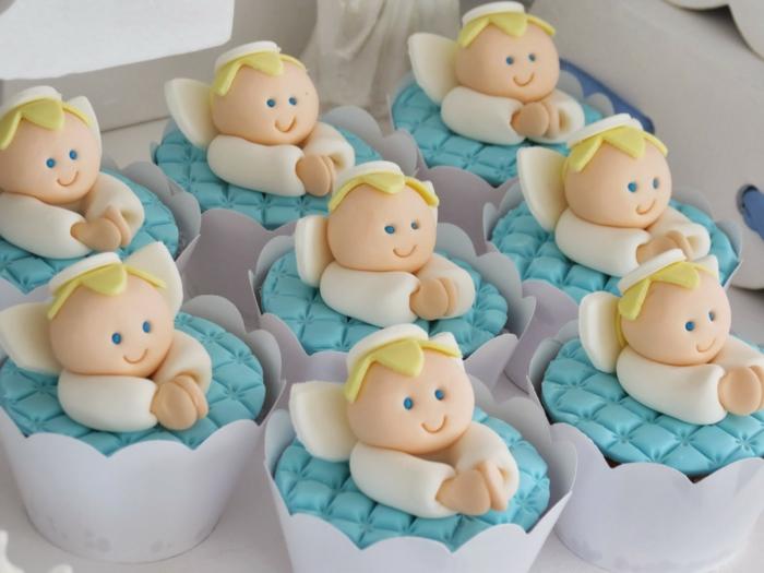décoration baptême cupcakes décorés avec des anges