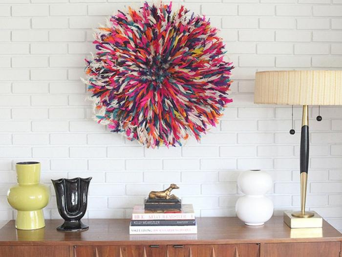 décorer mur blanc juju hat coloré