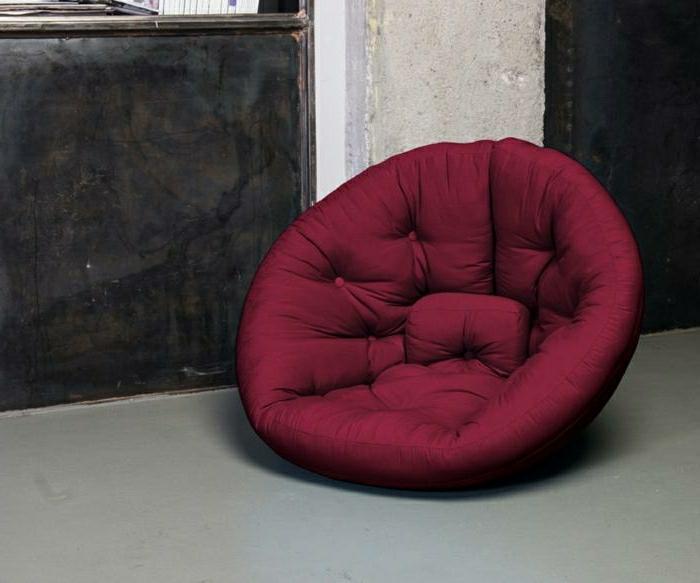 fauteuil en couleur lie de vin