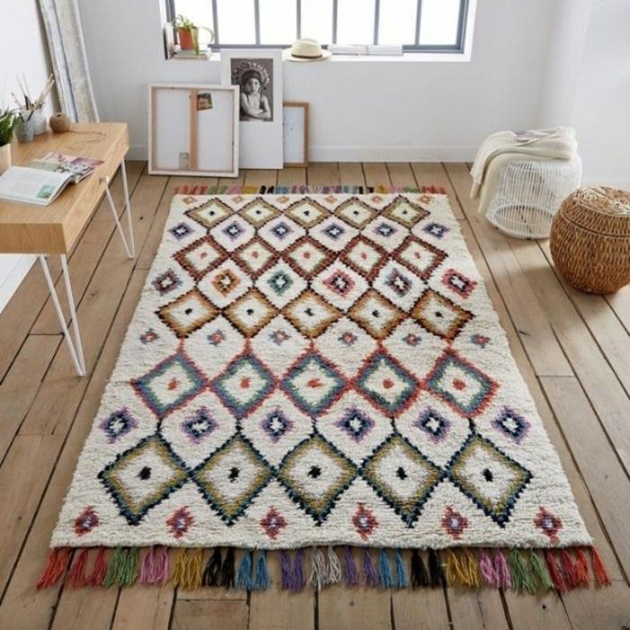 idée déco salon tapis berbère coloré