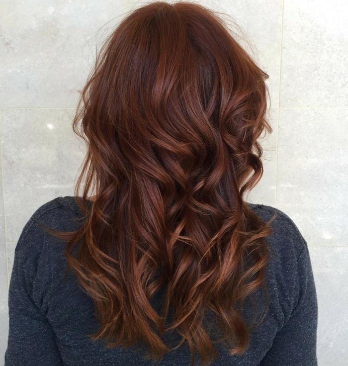 idée de coiffure tendance cheveux couleur auburn