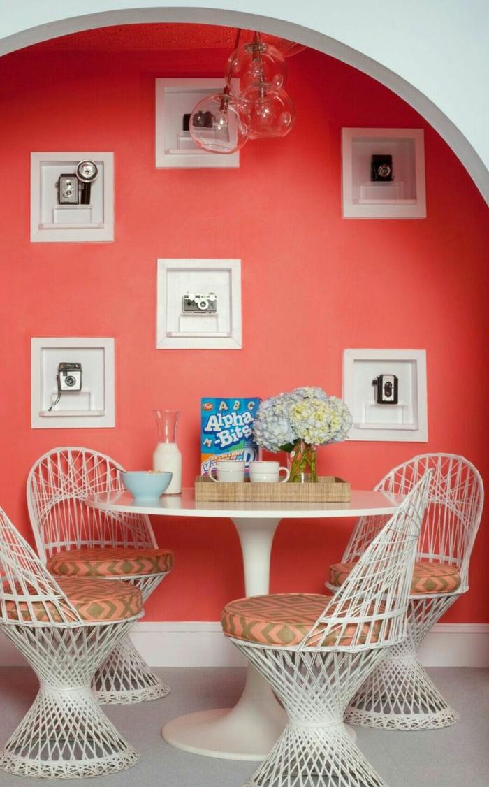 idée de peinture murale petite salle à manger couleur corail