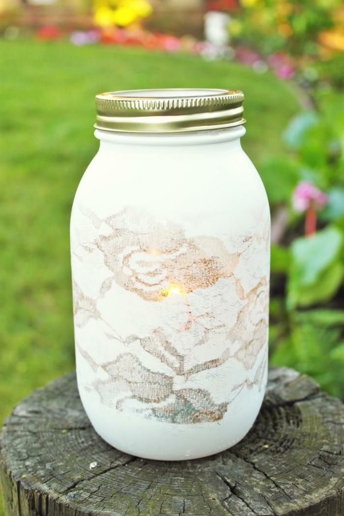 lanterne jardin décorée avec de la dentelle