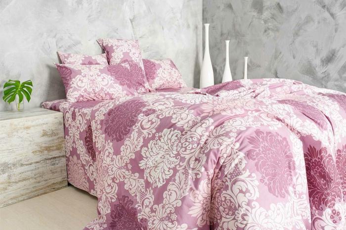 linge de lit couleur rose et blanche