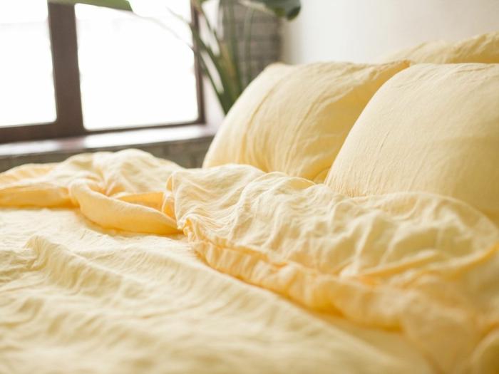 linge de lit en lin jaune