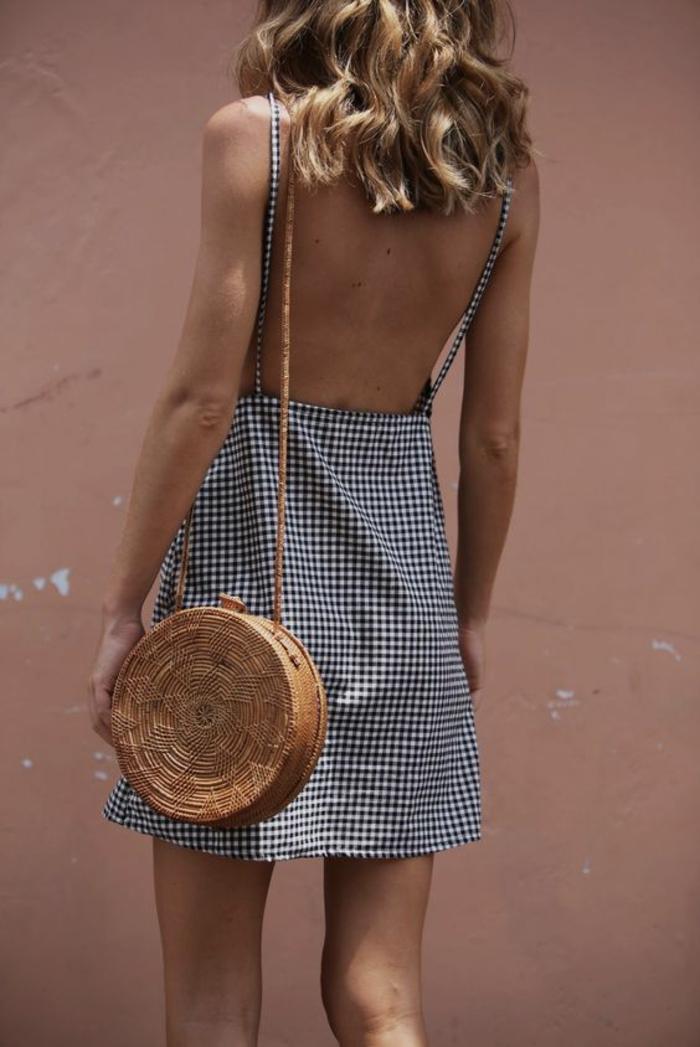 sac à main en paille tressé pour une robe longue bohème