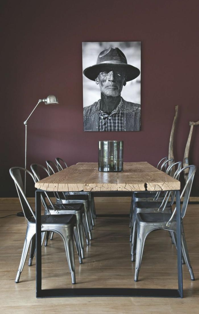 salle à manger en couleur lie de vin