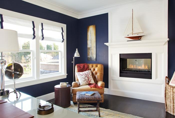 salon avec cheminée peinture murale en couleur indigo