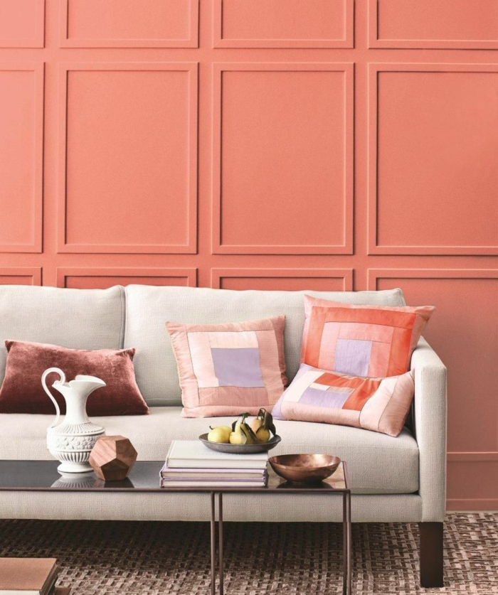 salon lambris mural en couleur corail