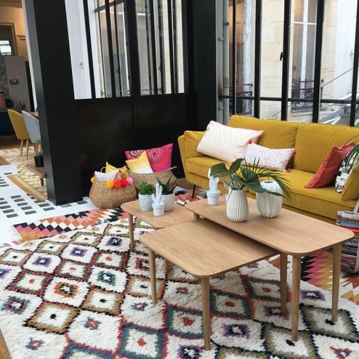 tapis berbère coloré à motifs géométriques