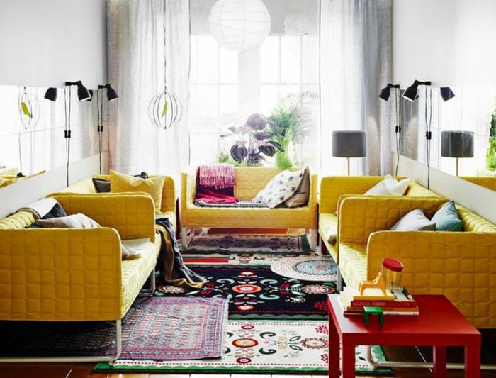 tapis berbère salon canapés jaunes