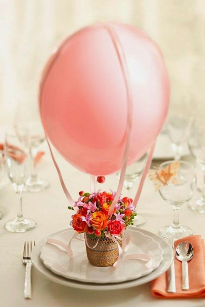touche festive pour la décoration baptême avec des ballons