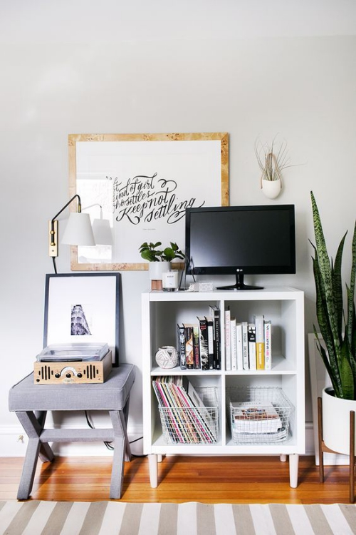 étagères Ikea Kallax petite étagère à côté du phonographe