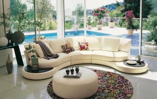 Canapé rond canapé tournant le dos à la piscine