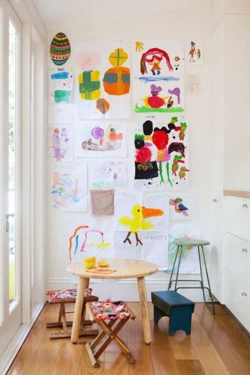 DIY mur gallerie enfants beau coin-atelier