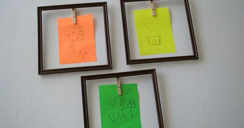 DIY mur gallerie enfants trois cadres photo vides