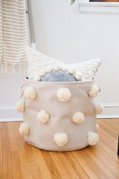 DIY pom pom conteneur décoré de pompons