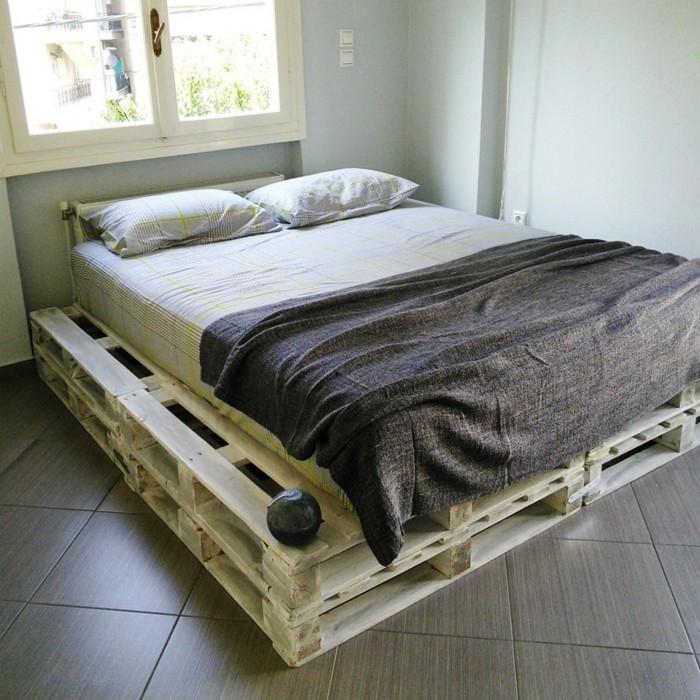 Idées cadres de lit carrelage en gros carreaux gris