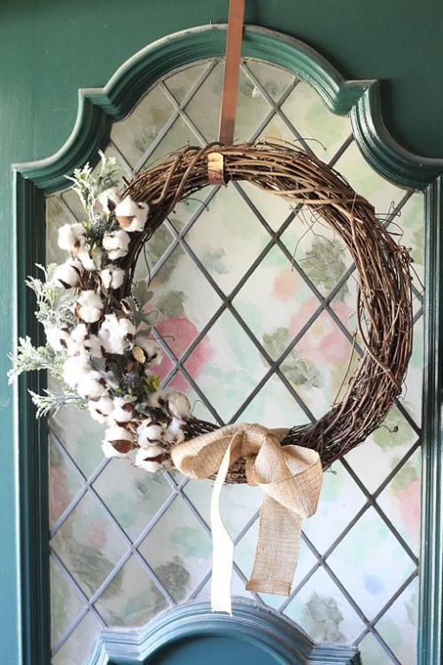 Idées couronnes d'automne fenêtre embellie d'une couronne