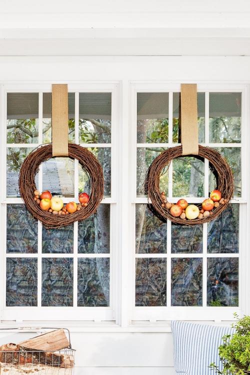 Idées couronnes d'automne fenêtres décorées à l' extérieur