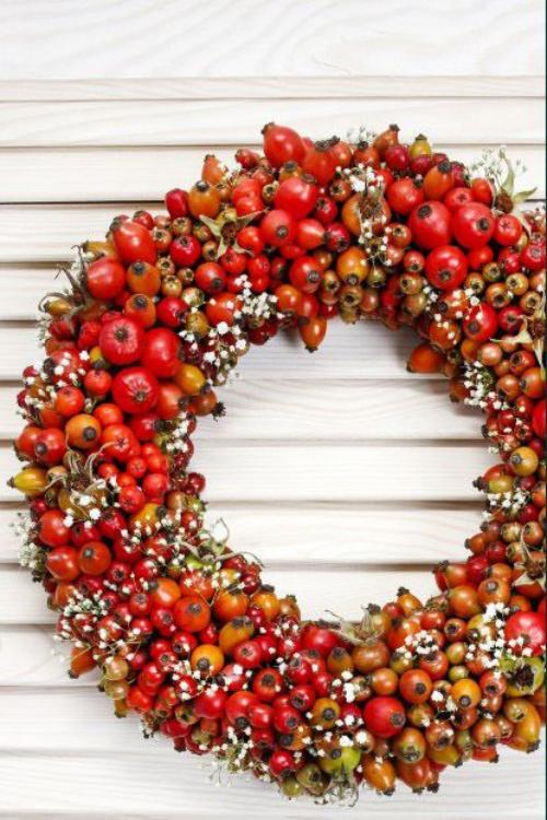 Idées couronnes d'automne formée des fruits du cornouiller