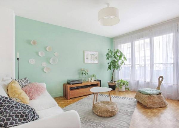 Idées de salon vert clair et spacieux