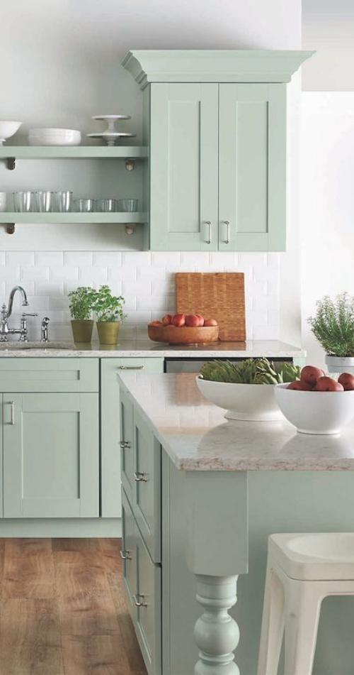 Idées pour armoires de cuisine en couleurs mur en blanc