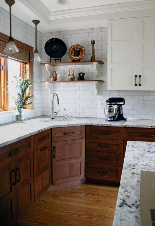 Idées pour armoires de cuisine en couleurs mur en briques blanches