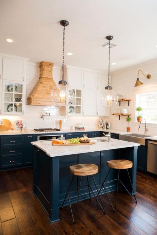 Idées pour armoires de cuisine en couleurs mur et plafond en rose pâle