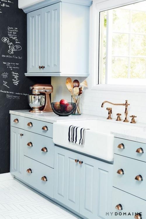Idées pour armoires de cuisine en couleurs tiroirs et armoires en bleu ciel