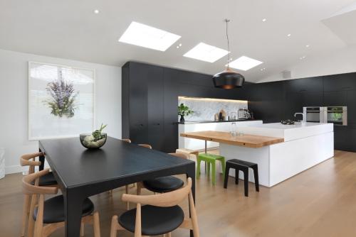 Idées pour cuisine en blanc et noir design armoires en noir