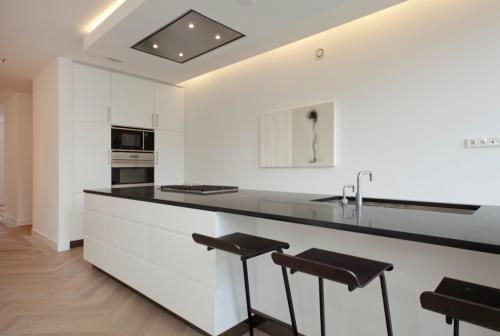Idées pour cuisine en blanc et noir design murs épurés